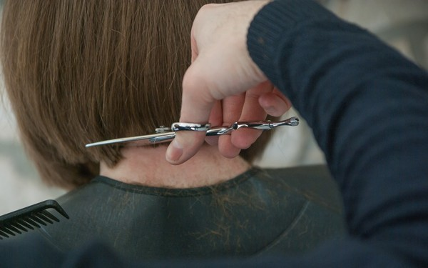Como ganhar dinheiro como cabeleireira à domicílio
